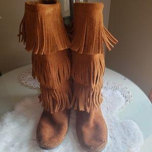 Minnetonka Women's 3 Layer Fringe Boot-Size 7